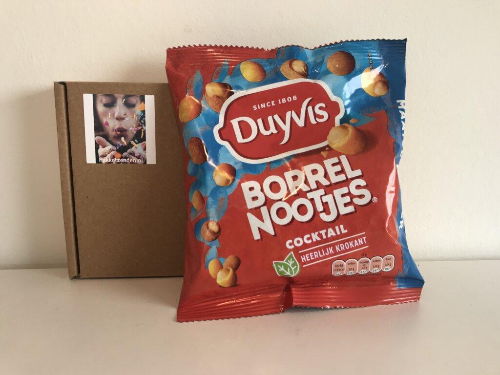borrelbox-s-online-workshop-online-borrel-vrijdagmiddagborrel-pakketzenden.nl-brievenbuscadeau-brievenbusgeschenk-thuiswerken-collega-verrassen-borrelbox-per-post-snoep