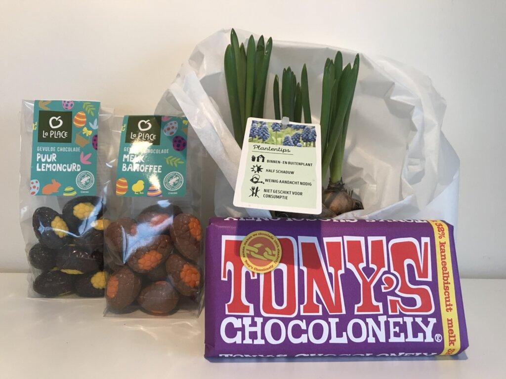 Voorjaarspakket-paaseitjes-Tony-s-Chocolonely-Bollen-in-pot-pakketzenden-cadeau-per-post-collega-s-verrassen-thuiswerken