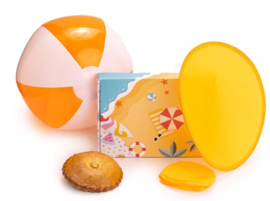 Zomer-brievenbusgeschenk-Gevulde-koek-strandbal-nylon-frisbee-brievenbuscadeau-pakketzenden.nl